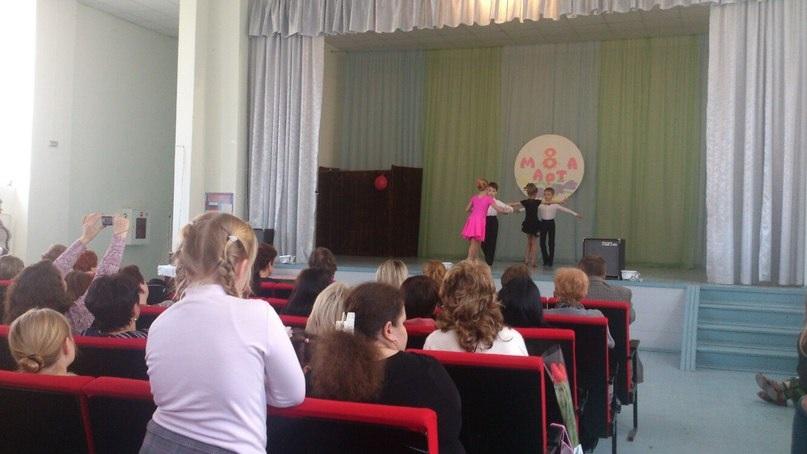 В школе №11 поздравили девочек и учителей