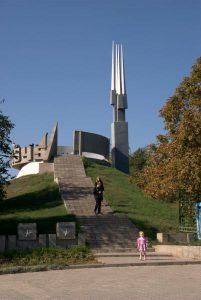 20110924_102-Novocherkassk.-Al.-sad_-Kurgan-Slavy