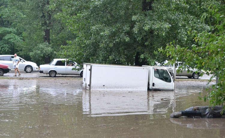 Вода, проезды и переходы проспекта Баклановского