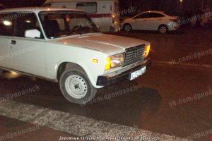 Пожилая жительница Новочеркасска поскользнулась перед автомобилем