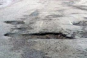 Инспекторы и общественники помогут дончанам с плохими дорогами