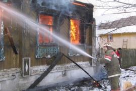 Мужчина пострадал от огня в частном доме