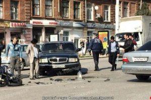 «Волга» сбила мотоциклистов