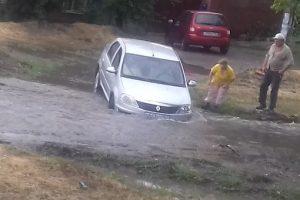 Непогода в Новочеркасске меняет рельеф улиц