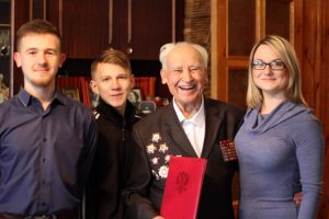 Молодые парламентарии поздравили почетного гражданина города С Днем Рождения!
