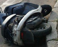 Пьяный скутерист попал под машину