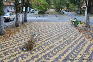Новочеркасцы обеспокоены судьбой тротуара на ул.Атаманской