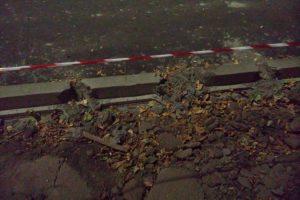 В Новочеркасске испортили свежеустановленные бордюры на Баклановском