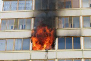 Пожар в новочеркасской многоэтажке унес жизнь пенсионерки