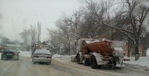 В период снегопада на новочеркасские улицы выехали 14 единиц спецтехники