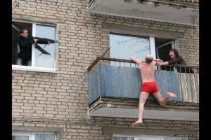 Житель Новочеркасска, убегая от мужа любовницы, сломал себе ноги